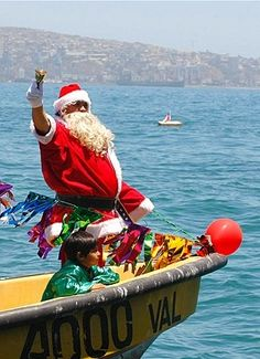 SANTA ARRIVES AT VALPARAISO