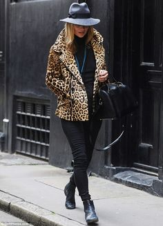 Kate Moss looks positively purr-fect as she heads out shopping in a chic leopardprint coat and grey fedora kate moss + leopard coat Animal Print Outfits, Animal Print Fashion, Fashion Prints, Love Fashion, Animal Prints, Style Fashion, Street Style 2014, Street Chic, Leopard Print Coat