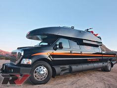 Ford F-750 4x4 Dunkel Luxury Hauler