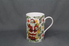 Wir wünschen allen einen schönen Nikolaustag, mit leckeren Plätzchen, Schokolade, gemütlichem Tee oder Kaffee, in geselligem Beisammensein oder allein im Lieblingssessel bei einem guten Buch... Dieser klassisch schlichte Becher mit dem Motiv Weihnachtsmann passt zu Tee oder Kaffee, Frühstück oder Abendbrot.