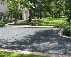 Pea Gravel Driveway Design Ideas, Pictures, Remodel, and Decor Driveway Edging, Diy Driveway, Gravel Driveway, Driveway Ideas, Driveway Apron, Brick Driveway, Driveway Entrance, Brick Border, Brick Edging
