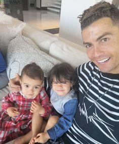 Nem találsz ma cukibbat annál, ahogy Cristiano Ronaldo a gyerekeivel játszik Ronaldo Cristiano Cr7, Cristano Ronaldo, Neymar, Messi, Football Run, Football Players, Cr7 Junior, Honda Civic 2004, Star Wars