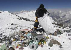 Rifiuti sul monte Everest - Non sprecare Monte Everest, Geo Ado, Nepal, Death In The Clouds, Photo Choc, Mount Everest Base Camp, Climbing Everest, Himalaya, Haunting Photos