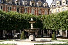 Paris, Place des Vosges, Brunnen (fountain)