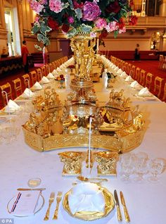 Buckingham Palace state banquet table setting. The State Ballroom.