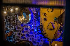 la Joben Bistro, un loc desprins din cărțile lui Jules Verne Jules Verne, Neon Signs