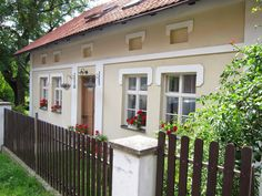 Kouzlo venkova: září 2014 Traditional House, Tiny House, House Plans, Cottage, Exterior, Outdoor Structures, Cabin, Green, Country