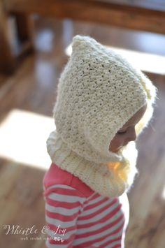 Toddler Hooded Cowl - This adorable hooded cowl is a lovely and cozy accessory for your toddler or preschooler! Get the free crochet pattern.