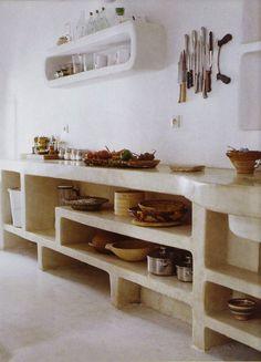 keukenkast omkleed met tadelakt of marmerstuc geeft een Mediterrane sfeer in…
