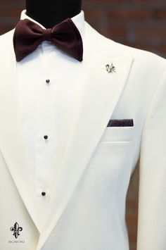 In Fashion Mens Coats Info: 9390440722 Dress Suits For Men, Formal Dresses For Men, Formal Men Outfit, Mens Suits, White Suits For Men, Blazer Outfits Men, Mens Fashion Blazer, Suit Fashion, Wedding Dresses Men Indian