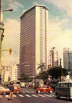 Old Sao Paulo — Sao Joao Avenue in - Sao Paulo, Brazil Old Pictures, Travel Pictures, Vale Do Anhangabaú, Sao Paulo Brazil, Nostalgia, New City, Historical Photos, Architecture, Skyscraper
