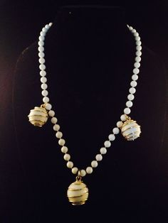 Late 1950s Atomic Age Lucite Necklace 8476
