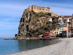 Oh, Calabria, how much we want to visit you...in the meantime, we'll settle with putting you on our eyes.