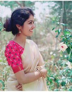 Kerala Saree, Beauty Full Girl, Girl Face, Indian Beauty, Cute Girls, Ethnic, How To Look Better, Photographs, Faces