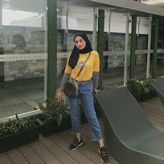 Hijab Casual, Ootd Hijab, Hijab Chic, Modern Hijab Fashion, Street Hijab Fashion, Hijab Fashion Inspiration, Muslim Fashion, Fashion Outfits, Womens Fashion