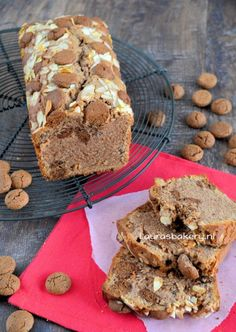 Pepernotencake (Laura's Bakery) Dutch Recipes, Sweet Recipes, Baking Recipes, Yummy Snacks, Yummy Food, Netherlands Food, Cupcake Recipes For Kids, Arts Bakery, Baking With Kids