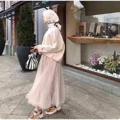 10 Geen Yl Bugn Still_life_gallery Kadrajimizdan Ideas Modern Hijab Fashion, Muslim Fashion, Modest Fashion, Skirt Fashion, Fashion Outfits, Casual Hijab Outfit, Hijab Chic, Simple Hijab, Hijab Fashionista