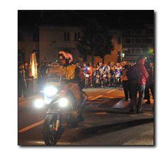 BEGELEIDE AFDALING VANUIT ALPE DHUEZ VOOR DE EERSTE START Deelnemers die boven op de berg overnachten en s morgensvroeg met de fiets naar beneden willen, krijgen de gelegenheid om op zowel woensdag 5 juni als donderdag 6 juni onder begeleiding van motards gezamenlijk met aangepaste snelheid af te dalen van Alpe dHuez naar Bourg dOisans. Het verzamelpunt voor deze begeleide afdaling is het finishplein bij het Palais des Sports.