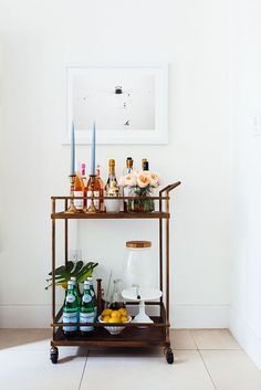 Want to add a bar cart to your home but don't know where to start? You've come to the right place! Bar carts are a huge trend that we are certainly on board with, but it can be hard to find out exactly what to add to your bar cart or how to even start… Home Bar Decor, Bar Cart Decor, Bar Cart Styling, Bandeja Bar, Modern Home Bar, Gold Bar Cart, Brass Bar Cart, Farmhouse Side Table, Boho Home