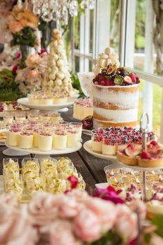 ideas for bridal brunch buffet dessert tables Buffet Dessert, Brunch Buffet, Dessert Bars, Brunch Bar, Dessert Catering, Pink Dessert Tables, Dessert Table Birthday, Food Buffet, Champagne Brunch