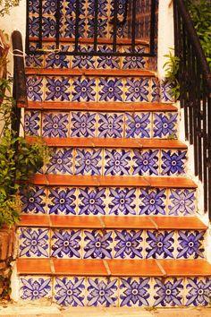 W Andaluzji płytki azulejos możecie zobaczyć wszędzie. Marbella