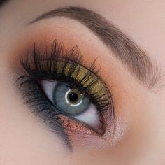 'Bold Lines' look by SultrySuburbia using Makeup Geek's Chickadee, Cocoa Bear, Peach Smoothie, Frappe, Mirage, Flame Thrower, and Houdini eyeshadows and foiled eyeshadows along with Liquid Gold pigment. Beautiful look!