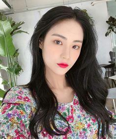 Uzzlang Girl, Girl Face, Foto Instagram, Pretty Asian, Asia Girl, Makeup Inspiration, Kpop Girls, Pretty Girls, Ulzzang