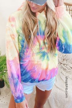 All the best tie dye fashion right here at Bad Habit Boutique. Teen Fashion Outfits, Retro Outfits, Outfits For Teens, Hippie Outfits, Cute Lazy Outfits, Stylish Outfits, Cool Outfits, Tie Dye Fashion, Vsco