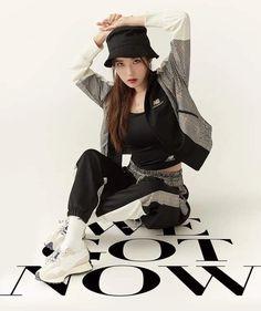 Girl Photo Poses, Girl Photos, Brand Magazine, Love U Forever, Celebs, Celebrities, Princesas Disney, Top Photo, Korean Beauty