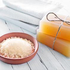 DIY-Geschenkidee: Rezept für selbst gemachte Salzseife - spendet der Haut viel Feuchtigkeit