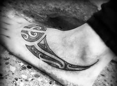The Maori (or Maori) tattoo is a part of the group of tribal tattoos . It's a kind of historical physique artwork that's invented by the Maori folks, native of New Zealand. Maori Tattoos, Types Of Tribal Tattoos, Maori Tattoo Designs, Foot Tattoos, Female Tattoos, Small Quote Tattoos, Small Tattoos With Meaning, Cute Small Tattoos, Mother Daughter Tattoos