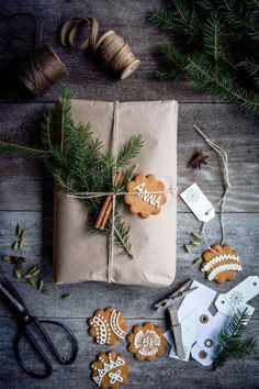 Sooo stunning, this gorgeous (and edible) gift wrapping is high on the list of our favourites. See the other 49 of our favourite Christmas gift wrapping ideas by clicking the image above ^ Christmas Mood, Noel Christmas, All Things Christmas, Christmas Crafts, Funny Christmas, Rustic Christmas, Scandi Christmas Decorations, Origami Christmas, Minimal Christmas