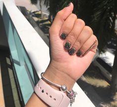 Minnie Mouse Jamberry Nails #minniessoireejn #jamberry #minniemousewraps