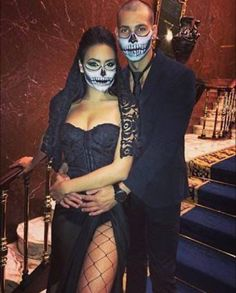"Best couples Halloween costumes ideas for you love birds for being ""out of he box"" at Halloween. Every couples want best couples Halloween costumes Yeux Halloween, Mode Halloween, Cute Couple Halloween Costumes, Halloween Inspo, Halloween Makeup Looks, Creative Halloween Costumes, Halloween Outfits, Halloween Couples, Sexy Couples Costumes"