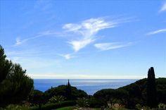 Belle bastide avec vue mer sur le golfe de St Tropez #St_Maxime  Située dans un secteur très calme et résidentiel, cette grande propriété bénéficie d'un joli terrain plat et d'une belle vue mer.   Elle possède de belles pièces de vie, 5 chambres principales, un grand sous-sol aménagé et garage pour 6 voitures. http://aiximmo.ch/fr/listing/belle-bastide-avec-vue-mer-sur-le-golfe-de-st-tropez/  #frenchriviera #cotedazur #mallorca #marbella #sainttropez #sttropez
