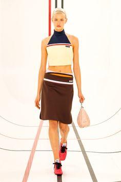 Miu Miu Prêt-À-Porter Printemps-Été 2021 - Défilé | Vogue Paris Paris Fashion Week, Runway Fashion, Fashion News, Spring Fashion, Fashion Show, Fashion Trends, Miu Miu, Prada, Kate Moss