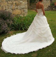 Robe de mariée neuve et belle,à prix réduit.Se faire plaisir sans se ruiner