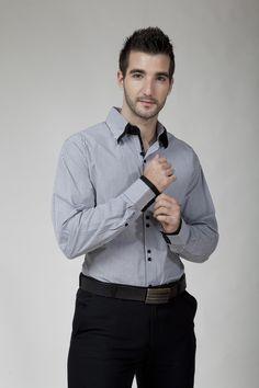 Camisa manga larga rayas negras.