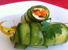 Zucchini Nature: Rouleaux de concombre avec fromage de noix aux poi...