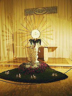 Corpus Christi, Church Altar Decorations, Table Decorations, Catholic Altar, Altar Flowers, Creative Art, Flower Arrangements, Seasons, Fiat