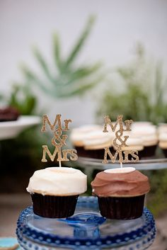 His and Hers Wedding Cupcakes | Sprinkles Cupcakes | Nicolette Moku Photography |