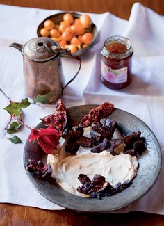 Chocolate figs with mascarpone and sugared violets Food Trends, Camembert Cheese, Beef, Sugar, Violets, Figs, Chocolate, Recipes, Style