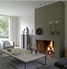 Fantastic Screen Contemporary Fireplace decor Suggestions Modern fireplace designs can cover a broader category compared for their contemporary counterparts. Minimalist Fireplace, Simple Fireplace, Home Fireplace, Fireplace Surrounds, Fireplace Design, Fireplace Ideas, Minimalist Room, Fireplace Gallery, Mantel Ideas