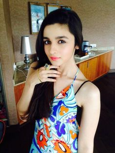 There are many Bollywood celebrities who have adopted the Vegan way to life. And joining their league is the bubble-bee of tinselville, Alia Bhatt. British Actresses, Indian Actresses, Lorraine, Aalia Bhatt, Alia Bhatt Cute, Alia And Varun, Bollywood Actors, Bollywood Celebrities, Shraddha Kapoor