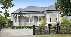 Wanted: a large family who appreciate style, grace and space. This truly elegant villa in one of Mt Eden's best streets awaits you. The grand, yet welcoming exterior is just the beginning. The stunning white interior highlights the many period feature. Bungalow Exterior, Cottage Exterior, House Paint Exterior, Exterior House Colors, Exterior Design, Craftsman Cottage, Exterior Color Schemes, House Color Schemes, Edwardian House