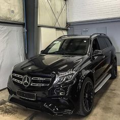 Murdered Mercedes AMG Check out for more luxury! Tag someone that would love to drive this beast! Mercedes Suv, Suv Bmw, Suv Cars, Sport Cars, Hyundai Suv, Cars Auto, My Dream Car, Dream Cars, Bmw R65