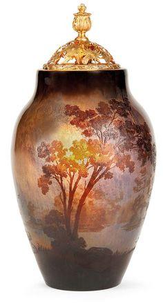 Lot : Émile GALLÉ - Vase ovoïde lumineux en verre multicouche | In the sale Arts Décoratifs du XXe siècle at Tajan