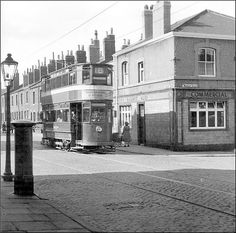 Leeds Pubs, Leeds City, Leeds England, Ridge Road, Aviation Art, My Town, Yorkshire, Old Photos, Cool Pictures