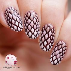 It is said that dragon scales bring strength of heart to those who carry them. A whole bunch fit on my nails so wow, imagine how determined I must be! Oh and they're 3D too ;-) Video tutorial is on the blog!
