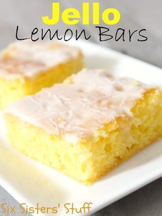 Jello Lemon Bars Ingredients: 1 package of yellow cake mix 1 ounce) dry package of lemon Jell-O gelatin 4 eggs cup water cup vegetable oil Icing: 2 cups of powdered sugar 2 lemons, juiced (about 6 tablespoons) 2 tablespoons of melted butter 13 Desserts, Lemon Desserts, Lemon Recipes, Delicious Desserts, Yummy Food, Dessert Healthy, Cupcakes, Cupcake Cakes, Jello Recipes
